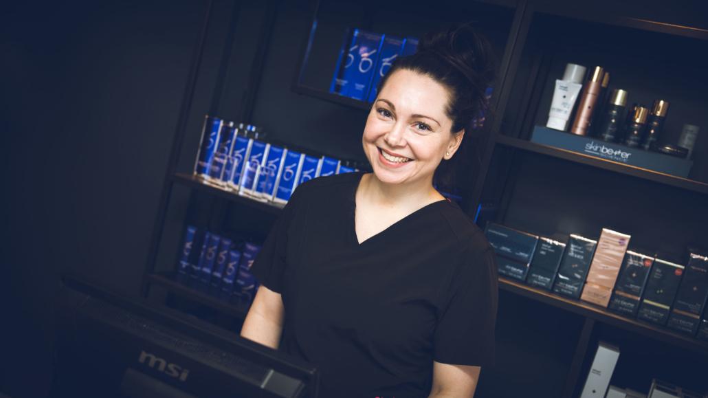Kosmetisk dermatologisk sykepleier Synnøve Bjerkeskaug
